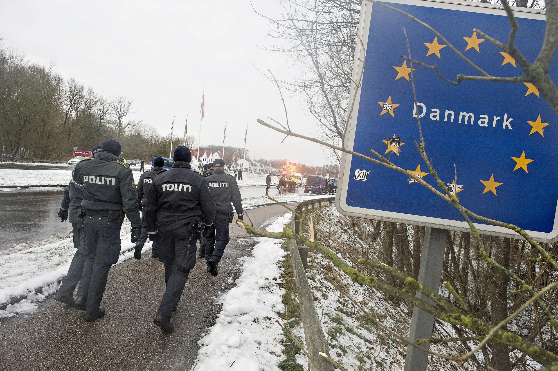 """OParlamento da Dinamarca analisa lei que prevê o confisco dos bens dos refugiados, para """"reembolsar"""" os custos da estadia no país."""