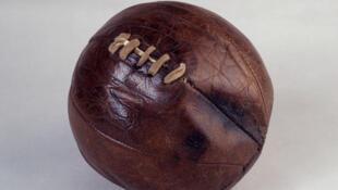 Ballon de football des années 1820-1880.