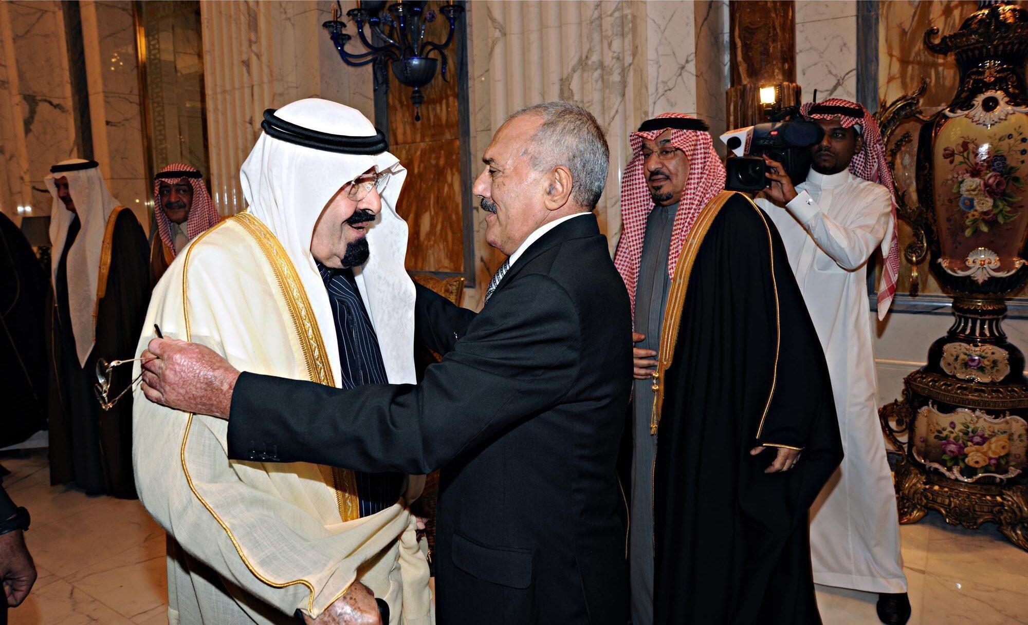 Le roi Abdallah (d) et les autres monarques des pays du Golfe ont fini par faire plier Ali Abdallah Saleh. Riyad, le 23 novembre 2011.