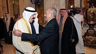 Le roi Abdallah (D) et les autres monarques des pays du Golfe ont fini par faire plier le président yéménite Ali Abdallah Saleh.