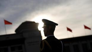 Làm thế nào cạnh tranh ngang ngửa với Mỹ, khi Trung Quốc không hề có đồng minh ?