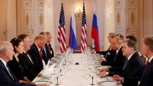 O presidente dos EUA, Donald Trump, participa de uma reunião bilateral com o presidente da Rússia, Vladimir Putin, em Helsinque, Finlândia, em 16 de julho de 2018.