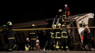 台湾火车出轨   台铁动员近200人彻夜抢修   2018年10月21日