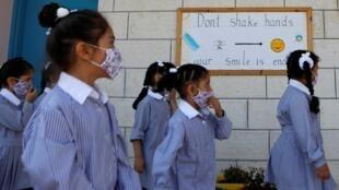 Les élèves d'une école primaire gérée par les Nations unies alors que les écoles rouvrent progressivement. À Ramallah, le 6 septembre 2020.