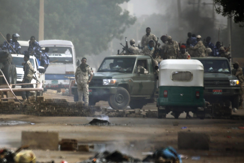 В Судане силовики открыли огонь по мирным демонстрантам