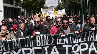 Manifestation dans les rues d'Athènes en marche vers le ministère du Travail, le 6 avril 2015.