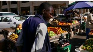 Mohened subit, comme tous les Soudanais, les 60% et plus d'inflation et les salaires bloqués.