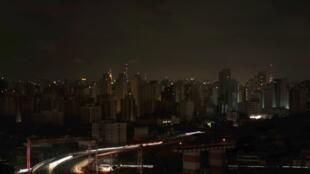 La ville de Sao Paulo est restée plongée dans le noir durant plusieurs heures.