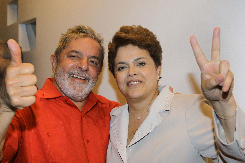 O presidente Lula da Silva e sua sucessora, Dilma Rousseff.