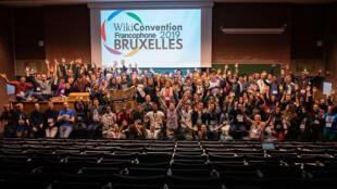 La photo du groupe de la WikiConvention Franchophone 2019.