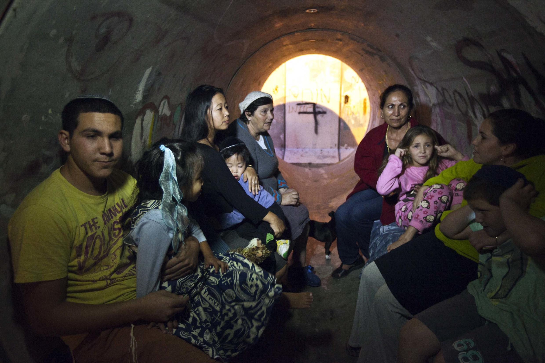 Pendant l'alerte aux roquettes, des canalisations abandonnées ont été utilisées par des Israeliens comme abri.