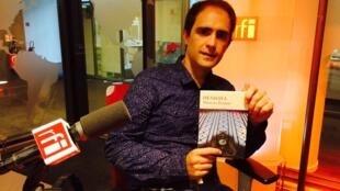 Marcos Eymar con su novela 'Hendaya' (Nuevos Tiempos Siruela) donde evoca el tema del bilingüismo y varias palabras de 'frañol' (o 'fragnol').