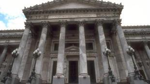 Argentina: Congreso de diputados y senadores en la ciudad de Buenos Aires.