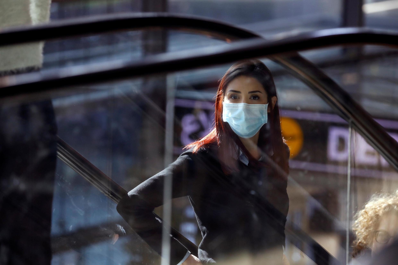 O uso de máscara e o distanciamento social foram medidas que permitiram evitar mais contágios da Covid-19.