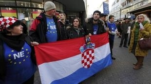 Des eurosceptiques manifestent contre l'adhésion de la Croatie à l'UE, le 14 janvier 2012.