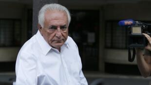 Dominique Strauss-Kahn leaves his apartment in Paris