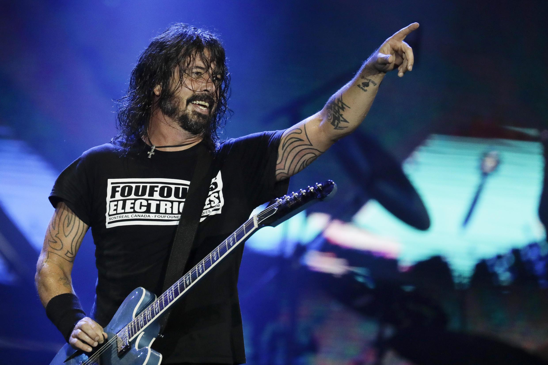 Le guitariste-chanteur du groupe de rock américain Foo Fighters, Dave Grohl,