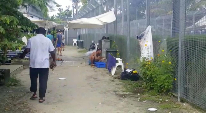 Người tị nạn trong một trung tâm giam giữ trên đảo Manus (Papua New Guinea). Ảnh trên mạng xã hội ngày 03/11/2017.