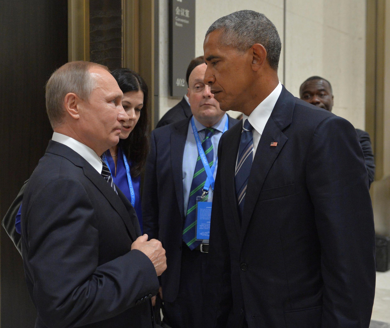 Владимир Путин (слева) и Барак Обама на полях саммита G20 в Китае, 5 сентября 2016.