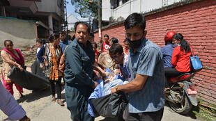 masu aikin ceto a kasar Nepal