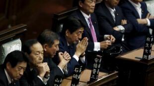 日本自民党决心今天让议会通过安保法