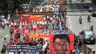 Biểu tình phản đối tổng thống Rodrigo Duterte tại Manila ngày 21/09/2017.