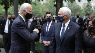 O candidato democrata à presidência, Joe Biden, cumprimenta o vice-presidente Mike Pence, durante a celebração pelos 19 anos dos ataques de 11 de setembro de 2011, em New York.