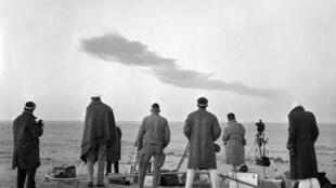 Le 27 décembre 1960 près de Reggane, dans le sud algérien, l'opération Gerboise rouge, troisième essai nucléaire aérien réalisé par la France.