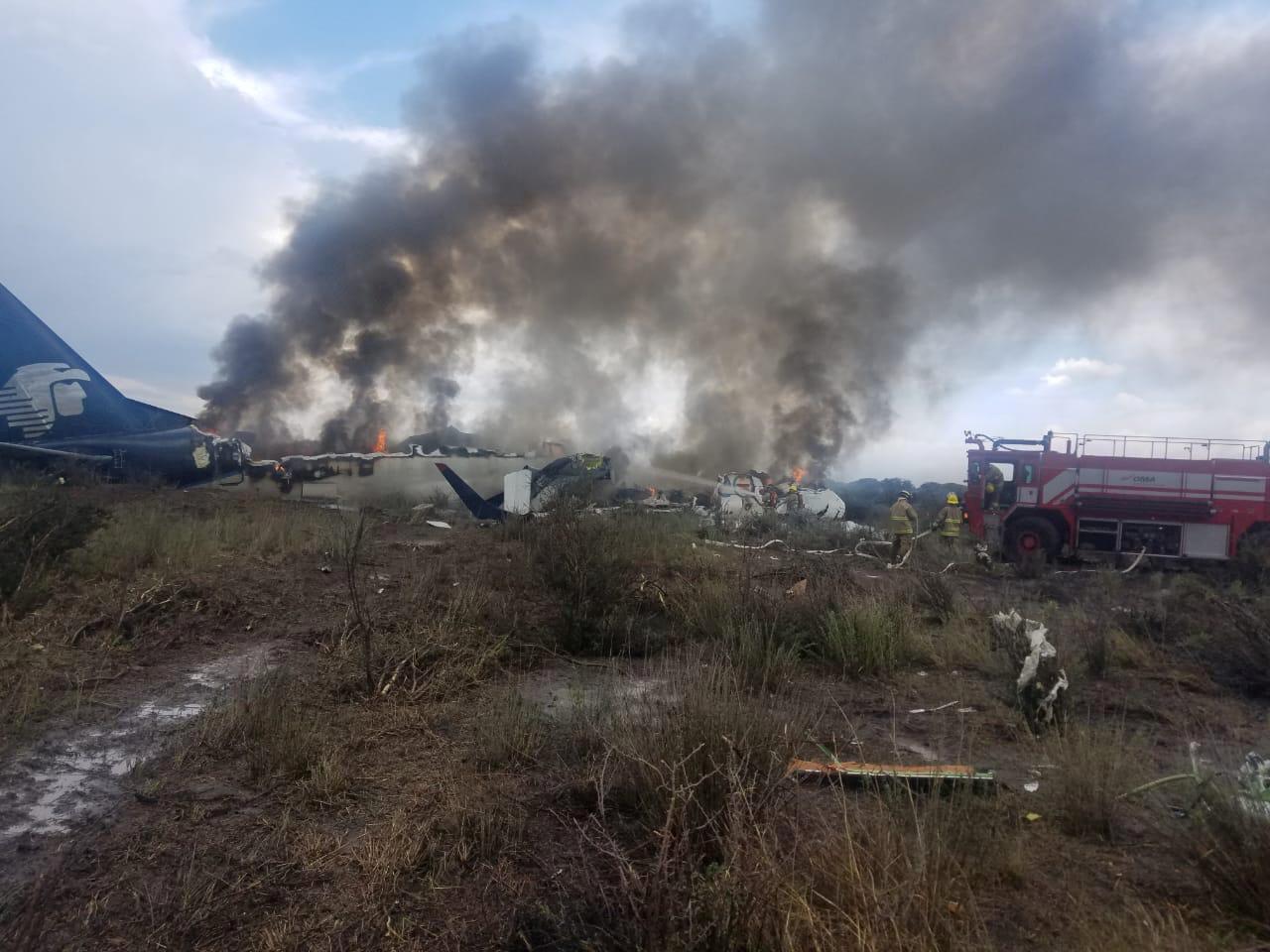 Acidente em decolagem com avião da Embraer deixa dois feridos graves