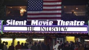 """Rạp Silent Movie Theatre, Los Angeles, California, Hoa Kỳ chiếu bộ phim """"Cuộc phỏng vấn chết người"""", ngày 25/12/2014"""