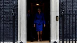 La Première ministre britannique en partance pour Buckingham Palace après le scrutin du 8 juin. 10 Downing Street, Londres, vendredi 9 juin.