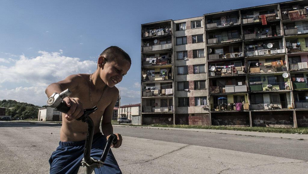 Lunik IX est un des plus grands ghettos roms d'Europe, avec près de 7000 habitants qui vivent sans eau en permanence ni électricité.
