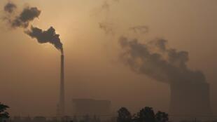 Khói mù từ một nhà máy  điện ở tỉnh An Huy, Trung Quốc