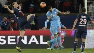 O último toque de bola foi desviado, in extremis pelo lateral direito Fanni que acompanhou a trajetória da bola e cortou em cima da linha.
