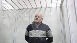 Nhà môi giới Volodymyr Rouban trong khu vực dành cho bị cáo tại tòa án ở Kiev, ngày 9/03/2018.
