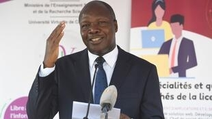 Albert Toikeusse Mabri, ancien ministre, quitte la coalition pour tenter sa chance à la présidentielle.