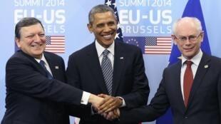 José Manuel Barroso, Barack Obama y Herman Van Rompuy, este 26 de marzo en Bruselas.