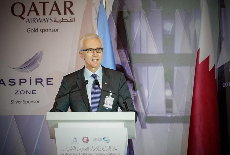 Secretário geral da Interpol, Jurgen Stock, durante conferência em Doha.