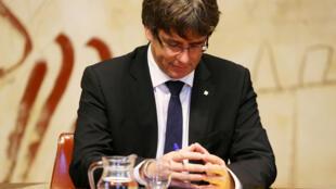 Chủ tịch vùng Catalunya, Carles Puigdemont, trước một quyết định trọng đại : độc lập hay không với Tây Ban Nha ?