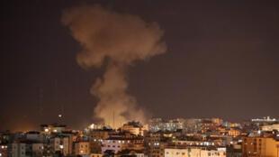 La fumée monte après une frappe aérienne israélienne à Gaza, le 12 novembre 2018.