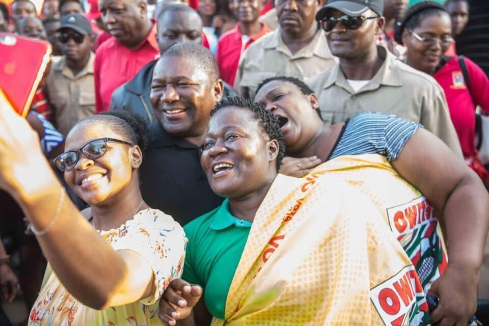Filipe Nyusi, candidato da Frelimo em campanha eleitoral