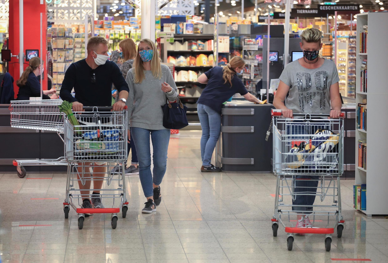 Depuis ce lundi 27 avril, le port du masque est obligatoire en Allemagne, dans les transports et presque partout dans les magasins. Ici à Bad Honnef, près de Bonn.