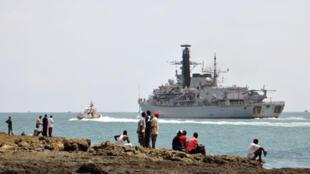 Une frégate anglaise quitte le port de Mombasa au Kenya pour rejoindre les côtes somaliennes et escorter un navire du Programme alimentaire mondial (PAM), le 14 décembre 2008.(photo d'illustration)