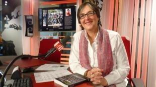 Carol Prunhuber en los estudios de RFI