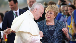 教皇方济各已于1月15日晚抵达智利首都圣地亚哥,即将卸任总统巴切莱特亲自欢迎。