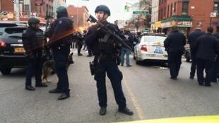 Cảnh sát Mỹ phỏng tỏa hiện trường vụ giết hại hai nhân viên công lực New York, 20/12/2014
