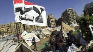 ក្រុមអ្នកប្រឆំាងលោកប្រធានាធិបតីអេហ្ស៊ីប Morsi បានបោះជំរំនៅលើទីលានសន្តិភាព Tahrir