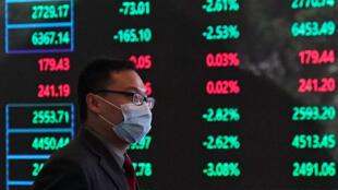 Les Bourses subissent déjà les conséquences du coronavirus.