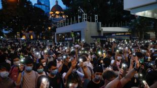 Tối 09/06/2020, người Hồng Kông tập hợp kỉ niệm một năm ngày bùng lên cuộc biểu tình lớn, đòi rút dự luật dẫn độ sang Trung Quốc.