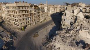 9月27日,被轰炸后的阿勒颇一处小区。